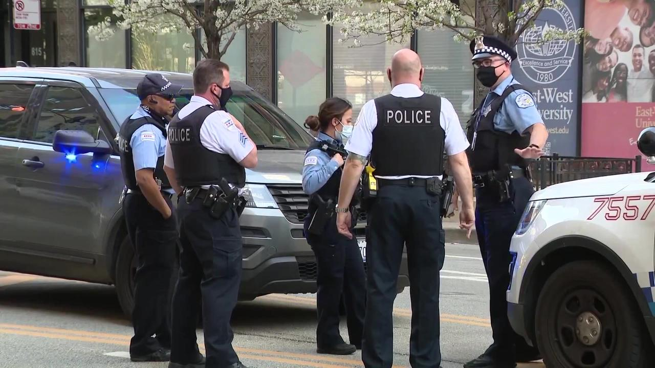Chicago police union boss urges cops to defy vaccine mandate